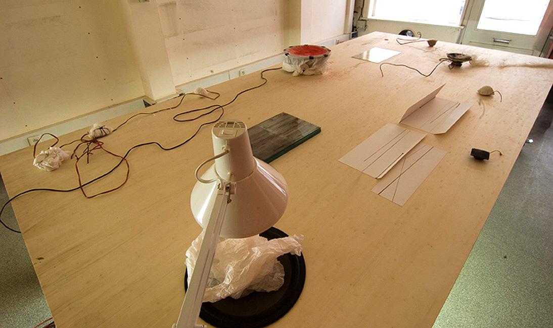 'La Table etc', klankinstallatie, Bart Vandevijvere & Laurent Rigaut / Happy New Ears Festival, Kortrijk, 2007
