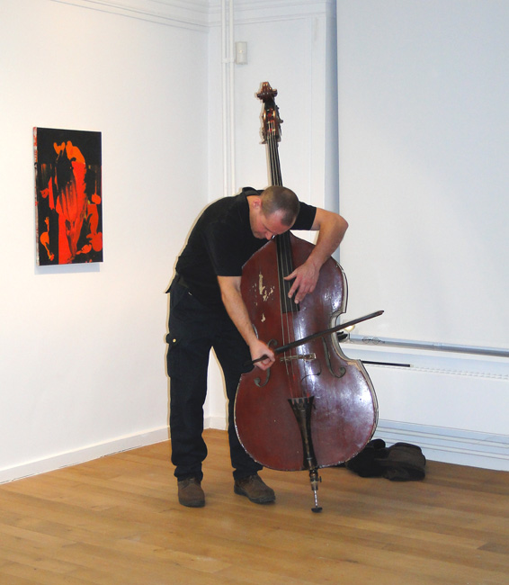 Peter Jacquemyn improvising at the 'In/Between the usual mess' exhibition, CC De Halle, Geel, 2010